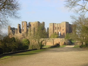 Kenilworth_Castle_gatehouse_landscape