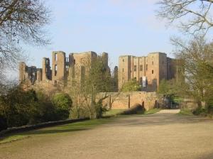 Kenilworth_Castle_gatehouse_landscape
