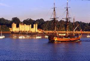 upnor_castle_with_endeavour-3