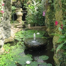Grotto,_Dewstow_Gardens_-_geograph.org.uk_-_659342