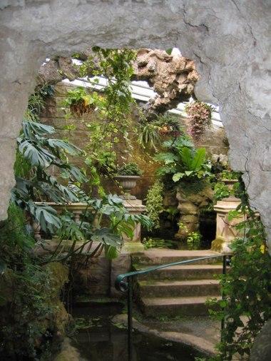 Grotto_in_Dewstow_underground_gardens_-_geograph.org.uk_-_154167